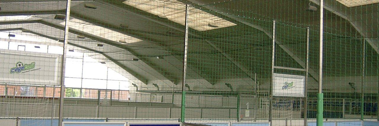 Schutznetz in Sporthalle